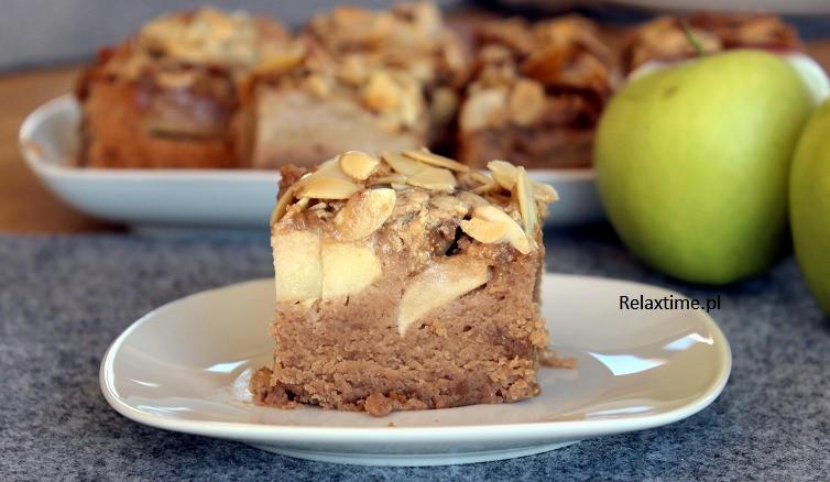 Ciasto jabłkowe z chałwą i migdałami