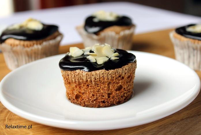 Babeczki migdałowe na białkach z pyszną polewą czekoladową