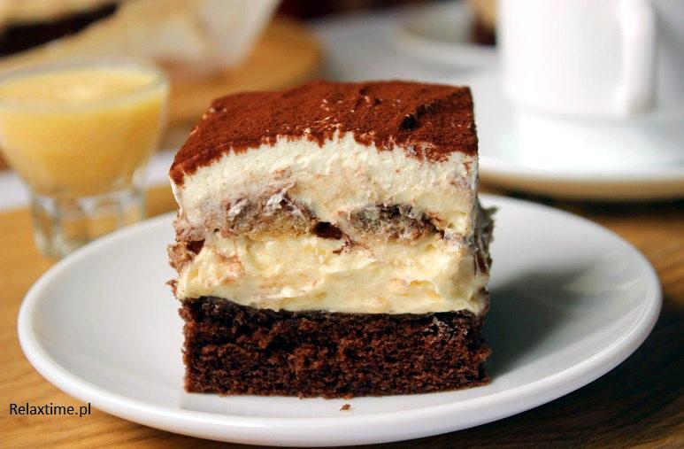 Biszkopt - masa ajerkoniakowa - biszkopty nasączone w kawie oraz kakao- masa ajerkoniakowa - i bita smietana