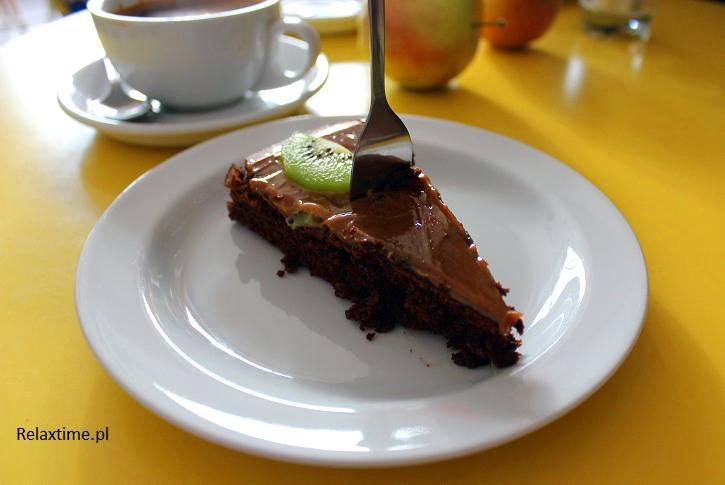 Ja zamówiłam ciasto czekoladowe z karmelem i kiwi