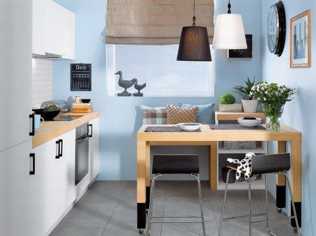 Barek na kółkach. Świetna opcja mobilności w małych pomieszczeniach. Źródło: www.muratoddom.pl