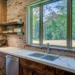 Okno w kuchni – sposoby na zagospodarowanie