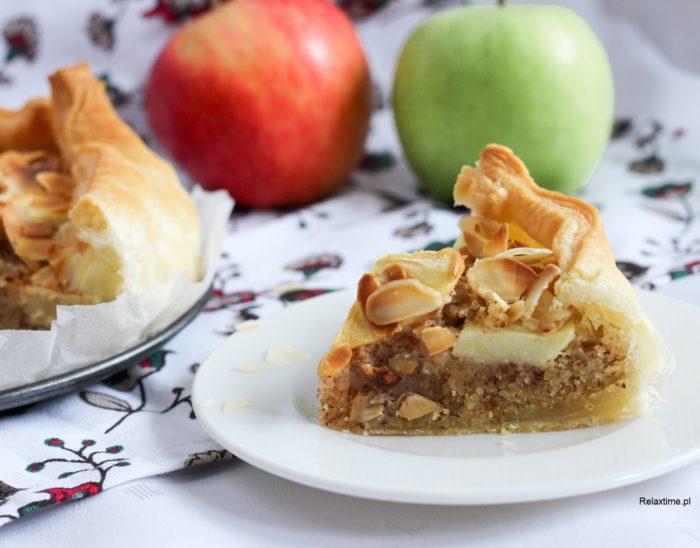 Ciasto francuskie z jabłkiem i migdałami